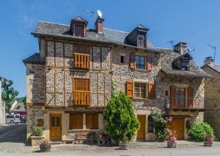 Rue_de_la_Traverse_in_Sainte-Eulalie-d'Olt_03.jpg